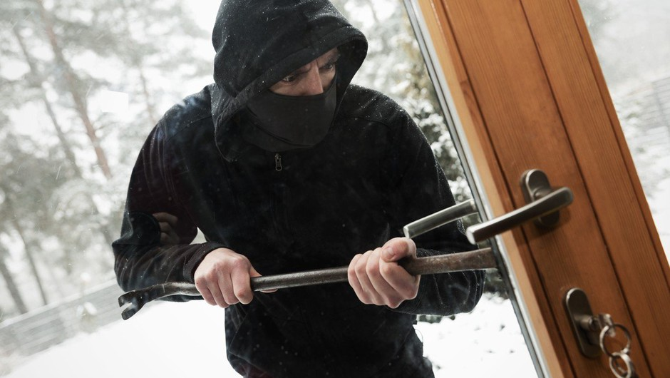 Policisti po seriji vlomov na Gorenjskem pozivajo k pazljivosti (foto: profimedia)