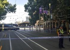 V trčenju avtomobila v množico v Melbournu ranjenih več kot deset ljudi