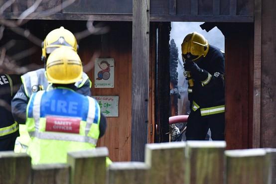 V živalskem vrtu v Londonu izbruhnil velik požar, živali niso bile ogrožene