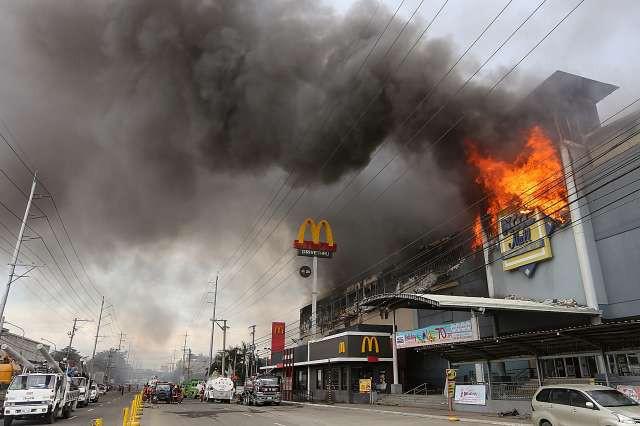 Jug Filipinov poleg viharja prizadel še smrtonosen požar (foto: Xinhua/STA)