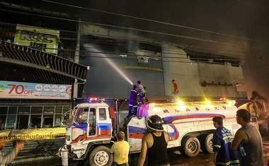 Jug Filipinov poleg viharja prizadel še smrtonosen požar
