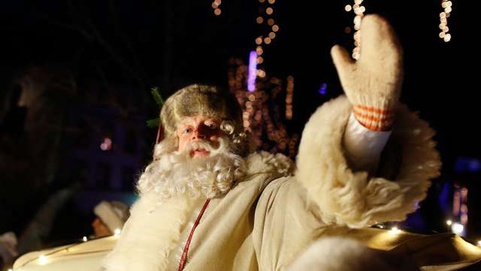 Po Miklavžu in božičku je čas za nastop dedka Mraza (foto: Anže Malovrh, STA)