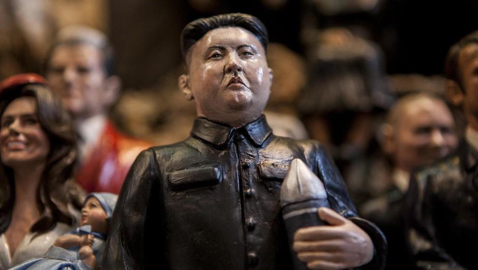 """Kim Jong-un voščil ZDA z besedami: """"Jedrski gumb je vedno na moji mizi!"""" (foto: profimedia)"""