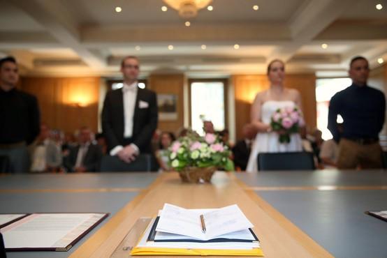 Odslej se bomo lahko poročili tudi brez prič!