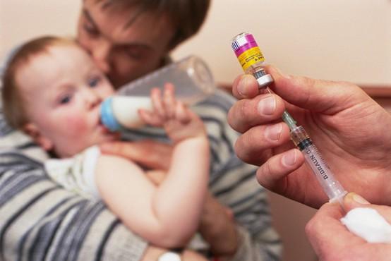 Okoli 250 ljudi je bilo na pediatrični kliniki v stiku z odraslim obiskovalcem, ki je bil okužen z ošpicami!