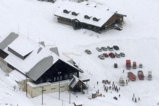 V izbruhu vulkana na Japonskem tudi smrtna žrtev, poškodovanih je najmanj deset ljudi!
