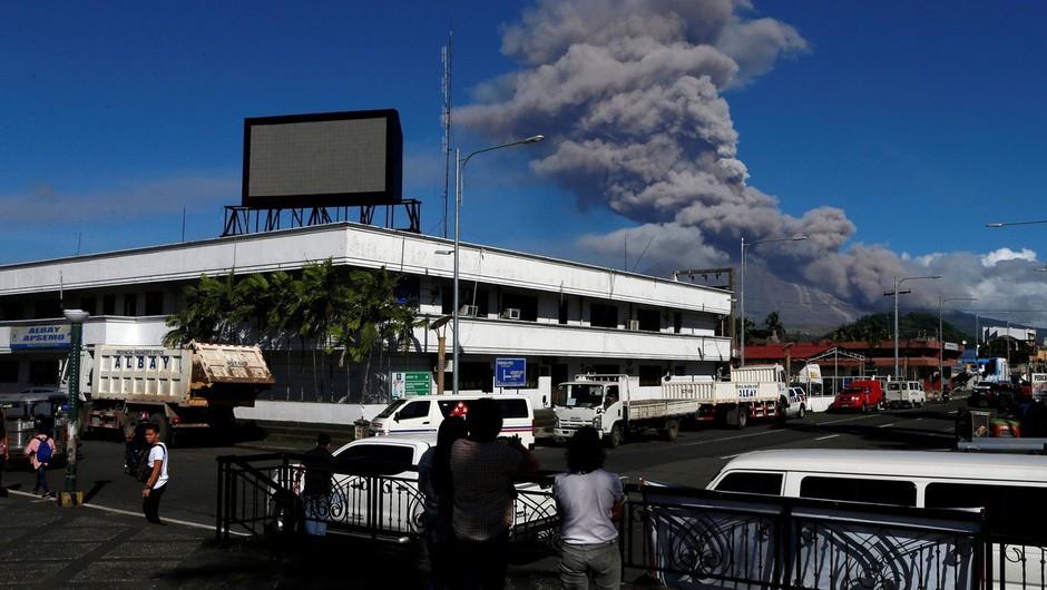 Izbruh filipinskega vulkana z domov pregnal skoraj 40.000 ljudi (foto: profimedia)