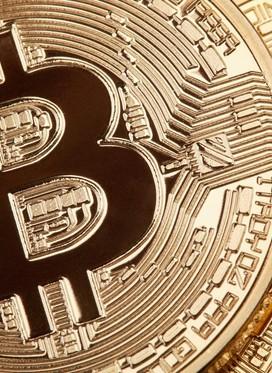 Bitcoin prvič v petih mesecih vreden manj kot 30.000 dolarjev