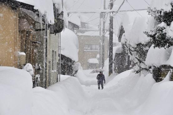 Bizarno vreme: Snežno neurje v Iowi in Missouriju, metež ohromil tudi zahod Japonske!