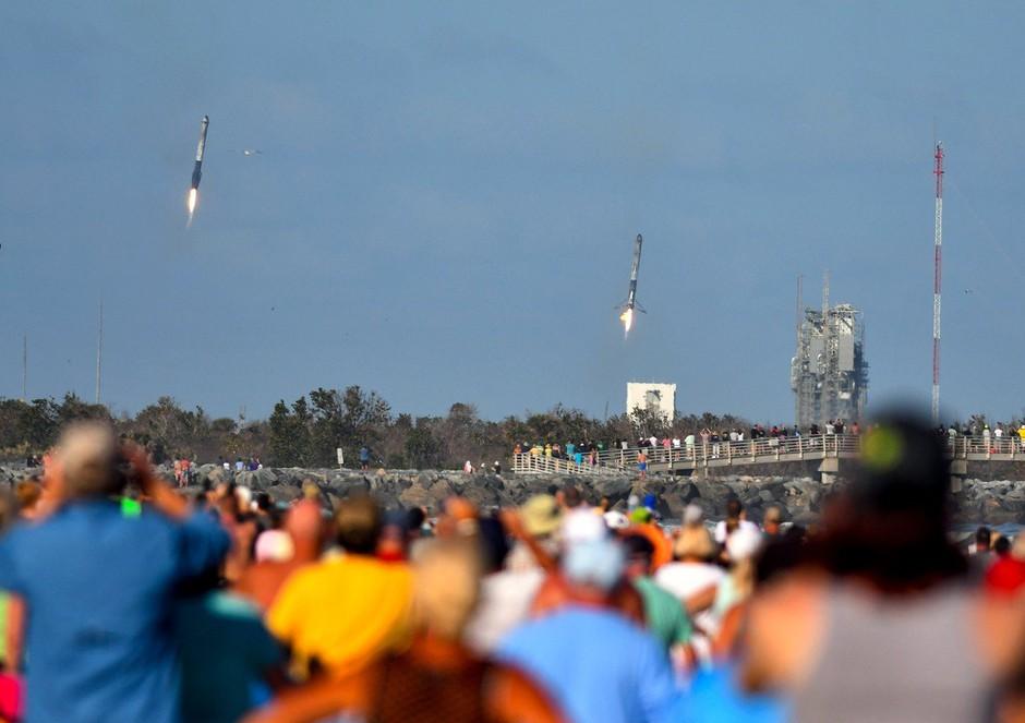 Space X z raketo Falcon Heavy poslal v vesolje avtomobil (foto: profimedia)