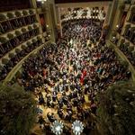 Tradicionalni dunajski operni ples z gostjo Melanie Griffith spremljali protesti pod geslom Pojej bogate! (foto: profimedia)
