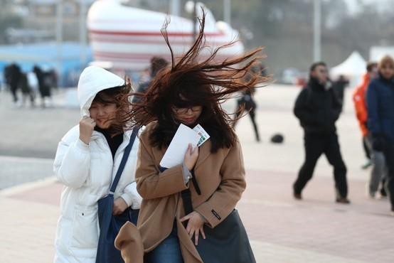 Zaradi močnega vetra zaprli olimpijski park, niso pa ogrožena tekmovanja v dvoranah!