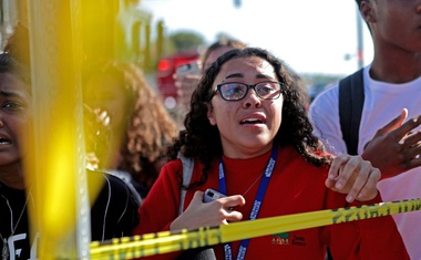 V streljanju na floridski srednji šoli najmanj 17 mrtvih, 19-letnega strelca prijeli!
