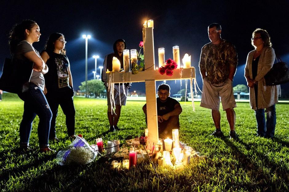 Po pokolu na floridski srednji šoli morilec zavil še v Walmart in pomalical v McDonaldsu! (foto: profimedia)