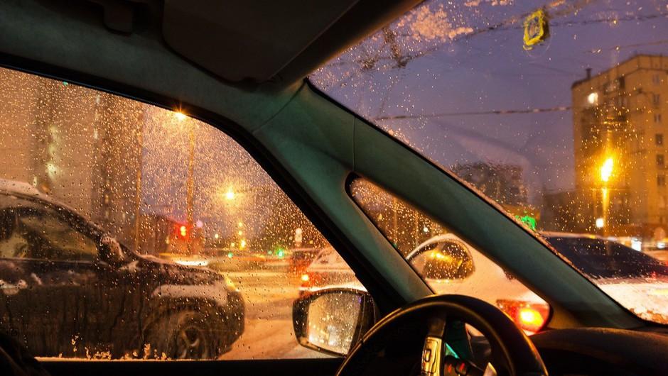 Do petka lahko tudi v nižinah zapade do 30 centimetrov novega snega! (foto: profimedia)