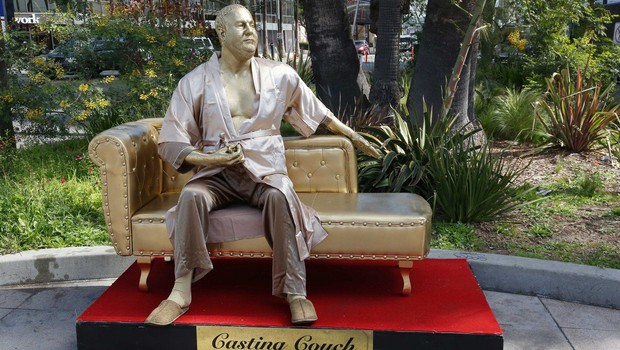 Kavč s Harveyem Weinsteinom za oskarje - umetniška postavitev! (foto: profimedia)