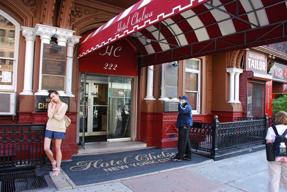 50 vrat slavnega newyorškega hotela Chelsea na dražbo po zaslugi brezdomca! (foto: profimedia)