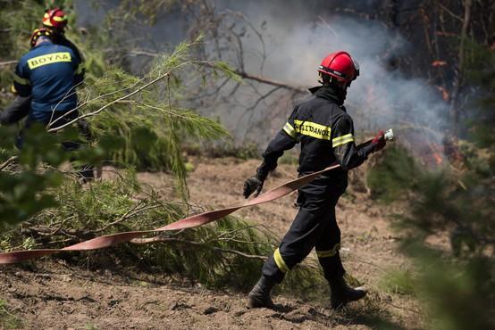 Zahodno Grčijo pestijo požari in saharski prah