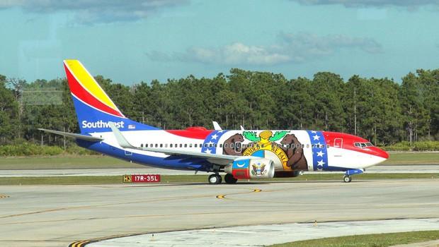 Potem, ko je razneslo motor, je boeing 737 uspešno zasilno pristal v Philadephii (foto: profimedia)