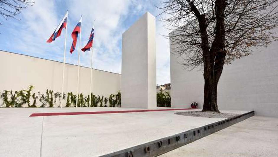 Spomenik na Kongresnem trgu ponovno tarča vandalov! (foto: STA, Tamino Petelinšek)