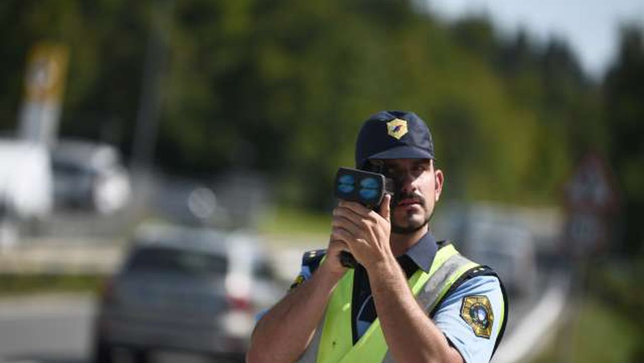 Pred policisti pijan povzročil prometno nesrečo, nato še pobegnil (foto: STA, Tamino Petelinšek)