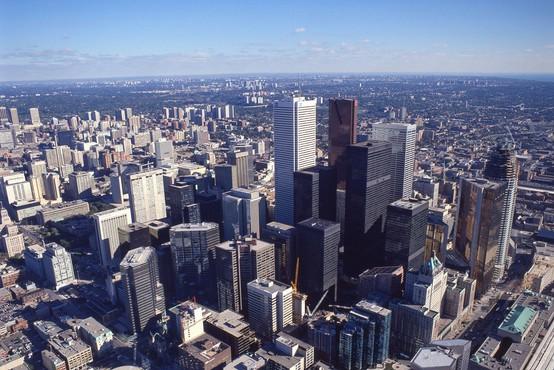 Toronto: Kombi zapeljal v množico - 9 mrtvih, 16 ranjenih