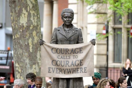 Pred britanskim parlamentom prvi spomenik posvečen ženski: sufražetki Millicent Fawcett!