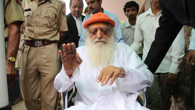 Indijski guru zaradi posilstva najstnice obsojen na dosmrtni zapor (foto: profimedia)