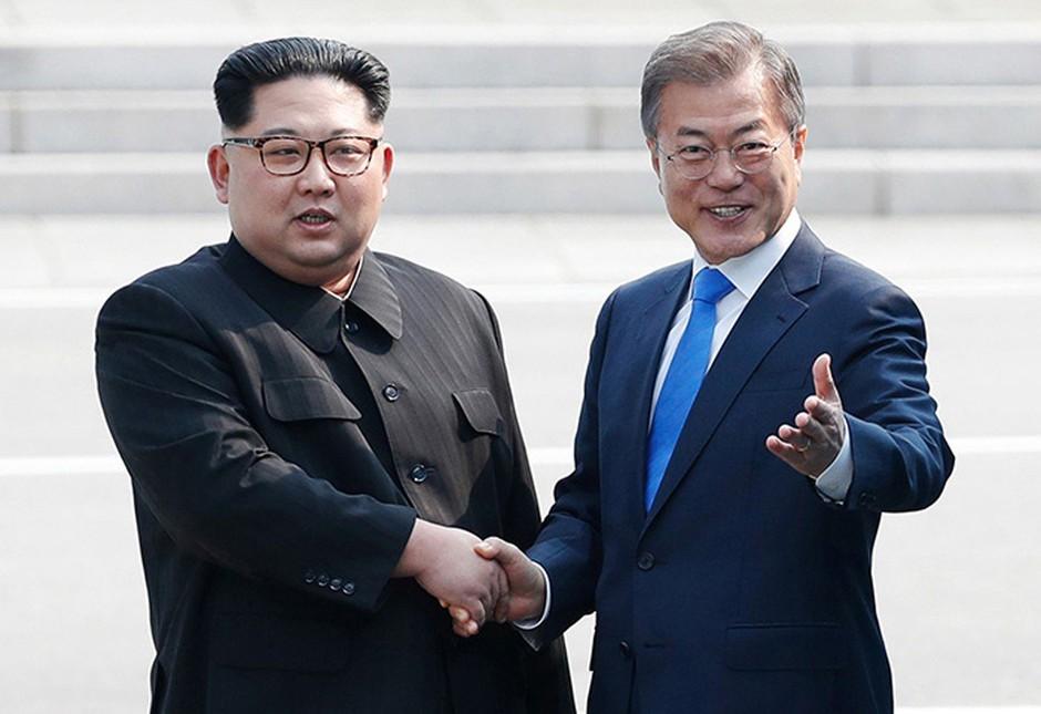 Voditelja Korej uspešno o denukearizaciji Korejskega polotoka, Merklova pa verjetno zaman na obisk k Trumpu! (foto: profimedia)