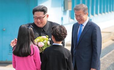 Voditelja Korej uspešno o denukearizaciji Korejskega polotoka, Merklova pa verjetno zaman na obisk k Trumpu!