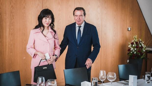 Schröderja zaradi razmerja z zaročenko doletela tožba njenega bivšega moža! (foto: profimedia)