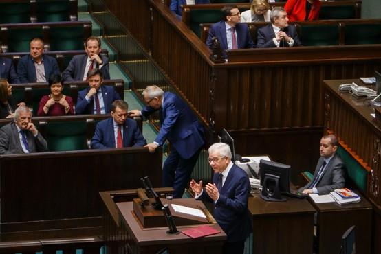 Poljski poslanci si bodo znižali plačo
