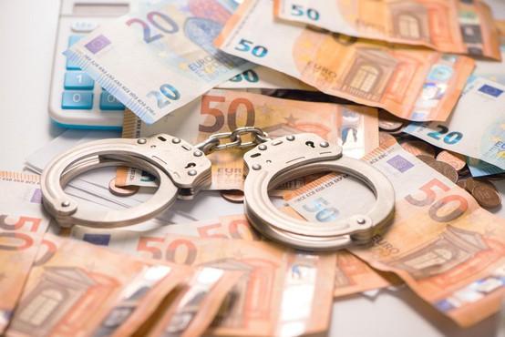 Štirje Slovenci in Hrvat z obljubami visokih donosov oškodovali 41 ljudi za skoraj 600.000 evrov