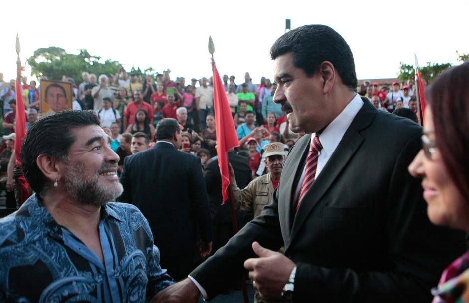 Nogometni zvezdnik Maradona podprl Madura v boju za predsedniški položaj v Venezueli (foto: profimedia)