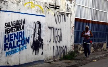 Nogometni zvezdnik Maradona podprl Madura v boju za predsedniški položaj v Venezueli