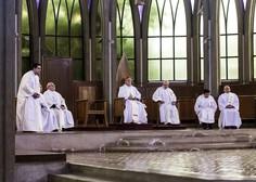 14 čilskih duhovnikov, vpletenih v zlorabo otrok, razrešenih dolžnosti