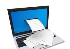 Zakaj so vam podjetja te dni napolnila poštne predale s prošnjami, da bi ostali 'v stiku'?