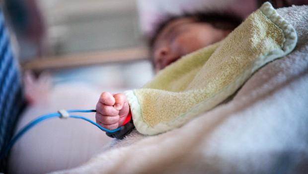 Za ošpicami v Mariboru zbolel še dojenček, poroča časnik Večer! (foto: profimedia)