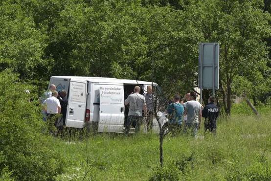 Na Hrvaškem policija s streli zaustavila kombi z migranti in ranila dva otroka