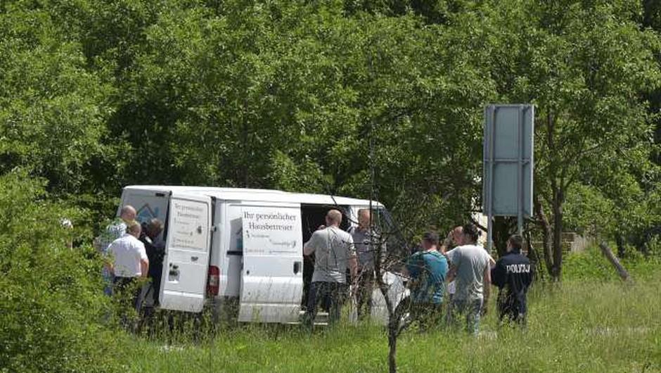 Na Hrvaškem policija s streli zaustavila kombi z migranti in ranila dva otroka (foto: Hina/STA)