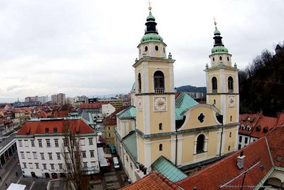 Moški omahnil med plezanjem na ljubljansko stolnico in umrl