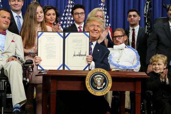 Trumpova odvetnika sta trdila, da lahko predsednik ZDA pomilosti samega sebe
