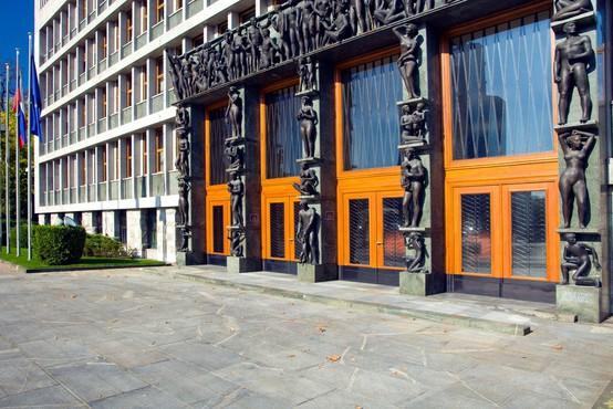 DZ zavrnil imenovanje Dolenca na položaj guvernerja Banke Slovenije