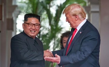 Trump in Kim v Singapurju podpisala dogovor, na Twitterju pa najbolj odmeva Trumpova šala!