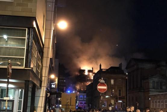 VIDEO: V Glasgowu zagorela slovita umetnostna akademija