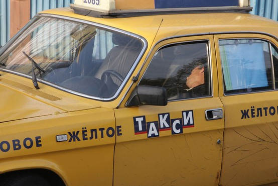 Moskva: Taksist je v množico zapeljal zaradi preutrujenosti