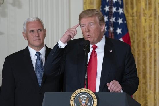 Trump grozi s streljanjem na migrante, če bodo ameriške vojake obmetavali s kamenjem
