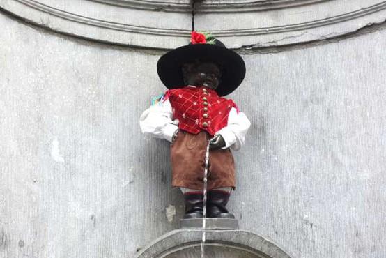 Bruseljski lulajoči deček bo pol dneva oblečen po slovensko, pol pa po hrvaško