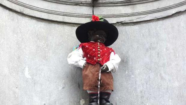 Bruseljski lulajoči deček bo pol dneva oblečen po slovensko, pol pa po hrvaško (foto: Simona Grmek/STA)