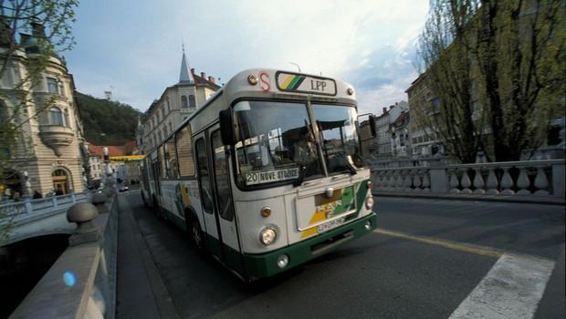 Požar na avtobusu v središču Ljubljane (foto: profimedia)